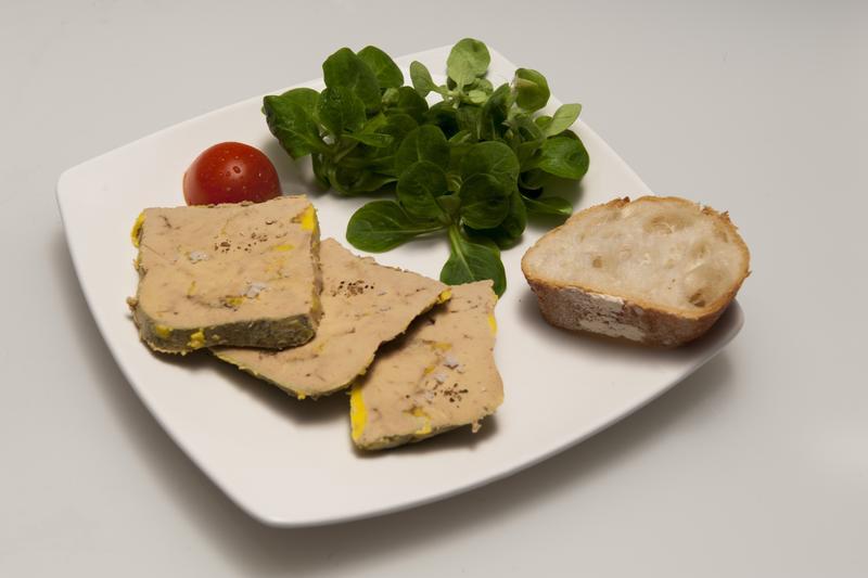 Foie gras de canard entier produit fermier par - Comment cuisiner le canard entier ...